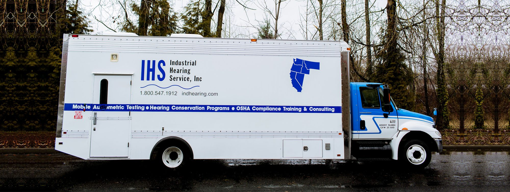 Side view mobile hearing testing vehicle